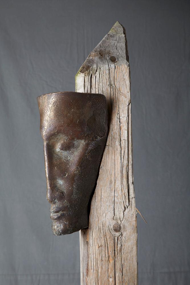 große-Stele-mit-Bronzekopf-Unikat_P_web